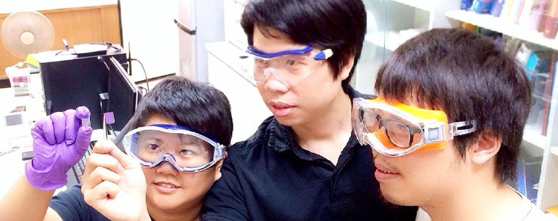 Chunhu Chen with students